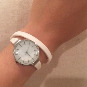 Wrap around fashion watch
